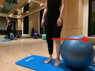 PBT瑜珈球正確站姿