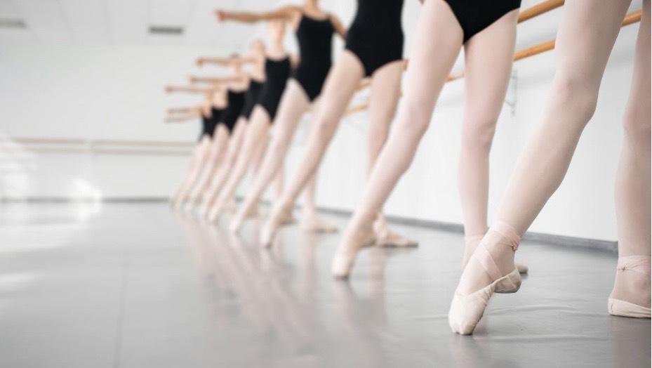 芭蕾舞者修長美腿