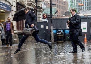 下雨了,小心別踩到水