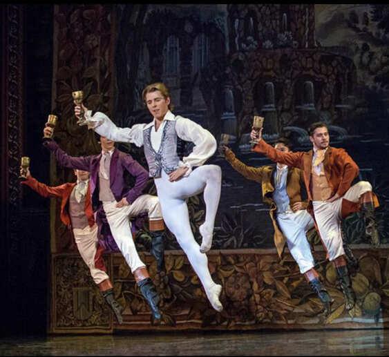 男芭蕾舞者
